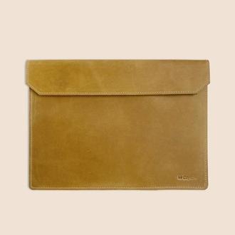 Кожаный чехол для ноутбука MacBook желтом цвете