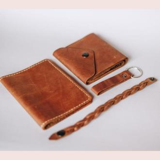 Подарочный набор из кожаных изделий: кошелек, чехол для паспорта, брелок и браслет