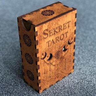 Шкатулка для карт Таро с гравировкой символов и названия Колоды  «Sekret Tarot»