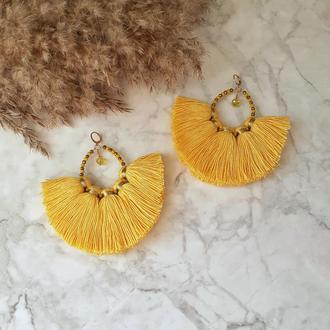 Массивные желтые серьги кольца с кистями