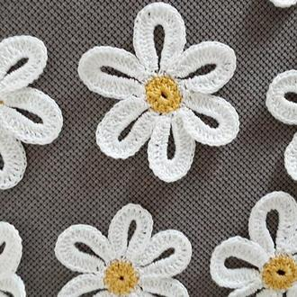 Белые ромашки вязаные аппликации на одежду, вязаные элименты для рукоделия