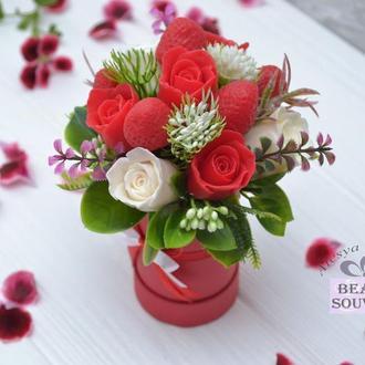 Букет из мыла , розы и клубники