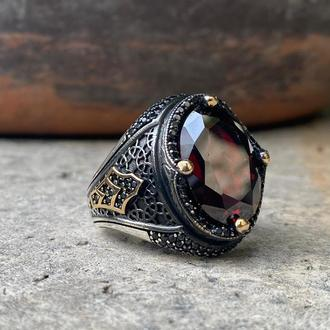 Красивое мужское кольцо из черненного серебра ручной работы Камень красный циркон Мистический топаз