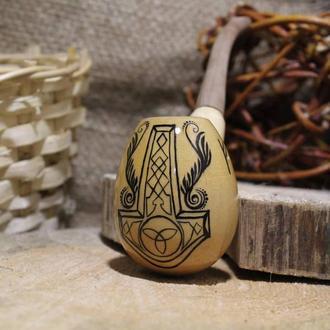 Молот Тора на деревянной курительной трубке