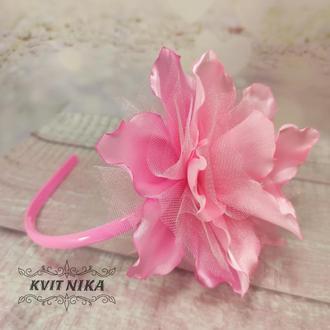 Обруч с лилией. Красивое украшение для волос в розовом цвете