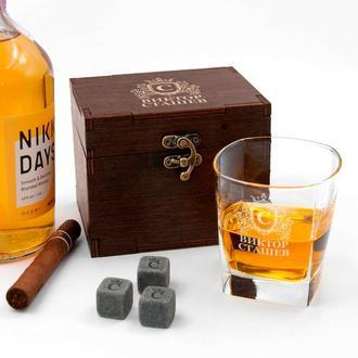Комплект зі склянки для віскі з гравіюванням і охолоджуючих каменів в дерев'яній коробці з написом