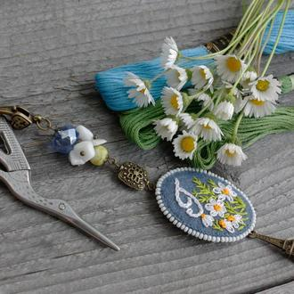 Маячок для ножниц с натуральными камнями и монограммой Аксессуар для вышивания Подарок рукодельнице