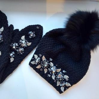 Зимний комплект шапка и варежки Черная Пантера вышиты стразами Сваровски,жемчугом и тд.