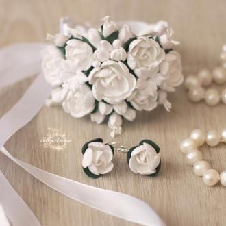 Белый свадебный комплект с пионами из полимерной глины