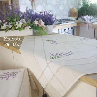 Декоративна скатертинка на стіл з лавандою