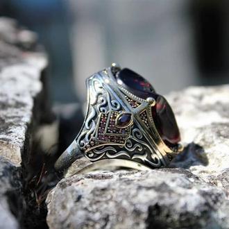 Серебряный перстень с красным необыкновенным камнем ручной работы в уникальном стиле