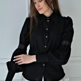 Блуза льняна з мереживом і дерев'яними гудзиками