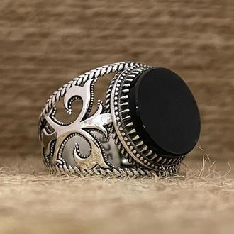 Кольцо печатка на мизинец из серебра ручной работы с черным агатом