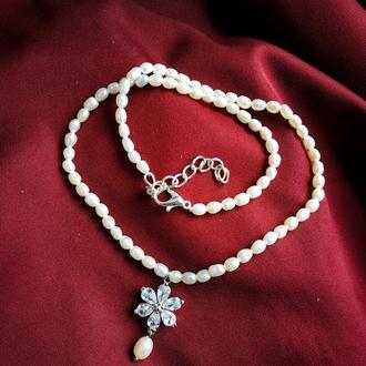 Вишуканий чокер буси з натурального річкового жемчуга (перлин) з кулоном, подарунок, на весілля