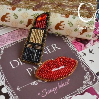 Комплект стильных брошей губы и помада из бисера