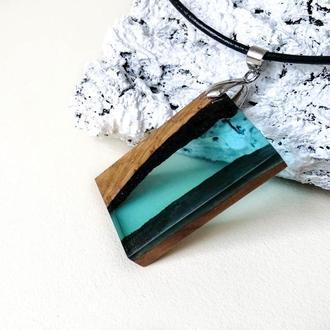 Блакитний  кулон з дерева і ювелірної смоли ручної роботи -оригінальний подарунок дівчині