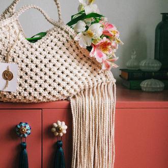 Плетенная сумка в технике макраме Сумка ручной работы с бахромой в стиле бохо Сумка тренд 2021