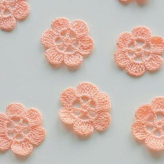 Вязаные цветы пудравого цвета для рукоделия, аппликации на одежду, декор на аксессуары