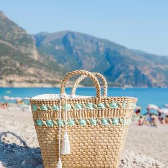 Соломенная сумка с декором