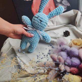 Плюшевая игрушка зайчик. Вязаная игрушка