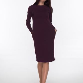 Трикотажное платье темно-бордового цвета
