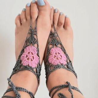 Браслет на ногу Слейв серый с розовым цветком. Креативный аксессуар для танцев