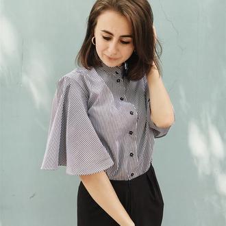 Повседневная черно-белая полосатая блузка