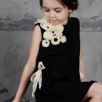 Платье с аппликацией ручной работы