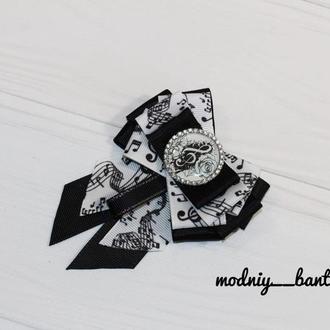 Брошь школьная галстук для девочки с нотами