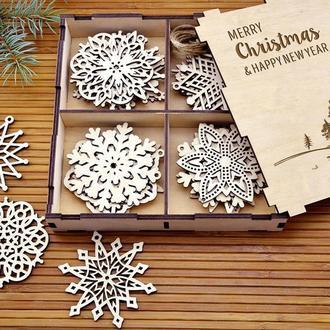 Большой набор новогодних снежинок из дерева «Снеговик»