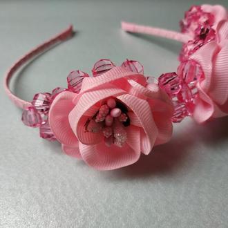 Обруч с цветами и бусинами розовый