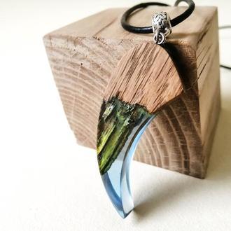 Что подарить девушке - оригинальный кулон из смолы и дерева ручной работы. Светиться в темноте