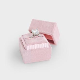 Бархатная коробочка для колец розовая Коробочка для обручок