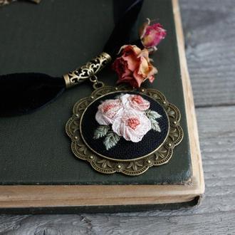 Черное колье чокер с кулоном в винтажном стиле Широкий черный чокер с розами Колье под вырез