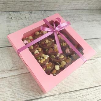 Медианты из натурального шоколада с орехами и цукатами