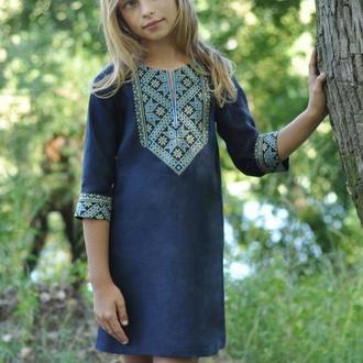 Вышитое платье для девочки ДП01-293