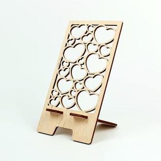 Деревянная подставка для смартфона с рисунком сердечек (2289)