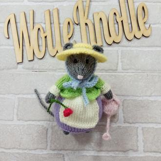 Мышка садовница с лейкой