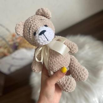 Мишка. Вязаный мишка ..Первая игрушка малыша. подарок плюшевый вязаный мишка.