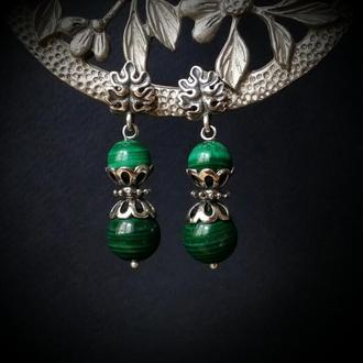 Зеленые серьги с малахитом в серебре