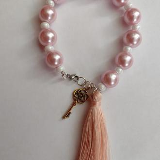 Жемчужный браслет с кисточкой. Розовый браслет