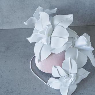 Шляпка с большими цветами
