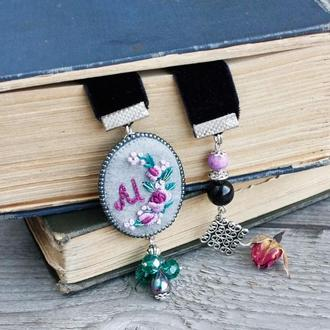 Закладка для книг с натуральными камнями и монограммой пионы Именной подарок для книголюба