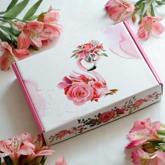 Подарочная коробка из микрогофры Фламинго