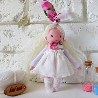 Маленькая куколка текстильная в белом платье