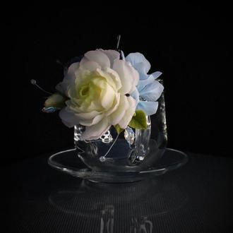 Подарочная чашка с цветами и крыльями бабочки