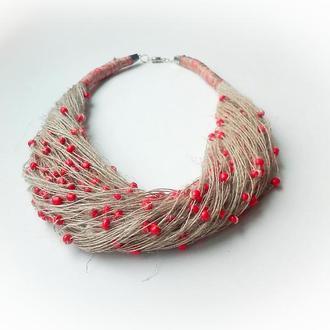 Эко-колье из натуральной льняной нити и красных бусин.
