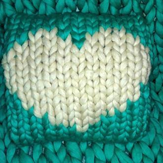 Подушка из мериносовой пряжи