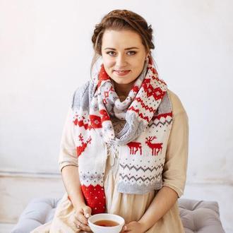 Вязаный шарф с оленями ( красно- белый)