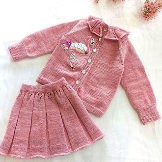 Вязаный костюм для девочки, комплект состоит из кофточки и юбки, на 1 год